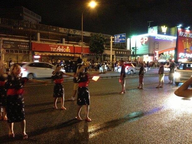 踊る女の子たち