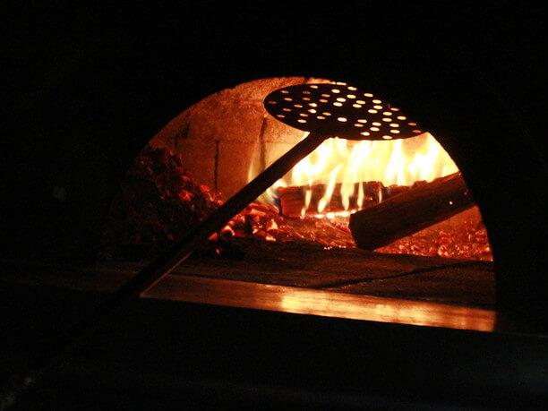 特注のピザ窯