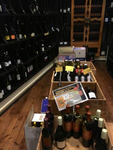 「とおやま酒店」の地下ワインセラーのセレクション