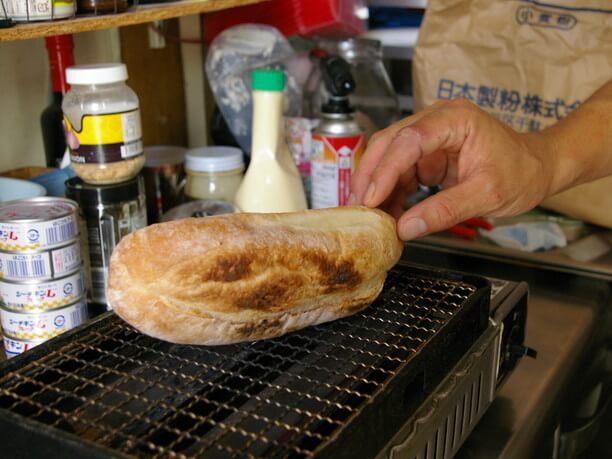 皮は薄めで中身はふんわりとしたパン
