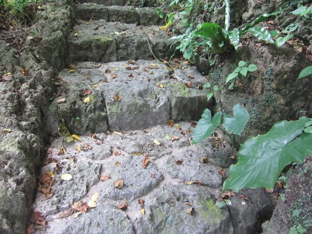古くからある石段