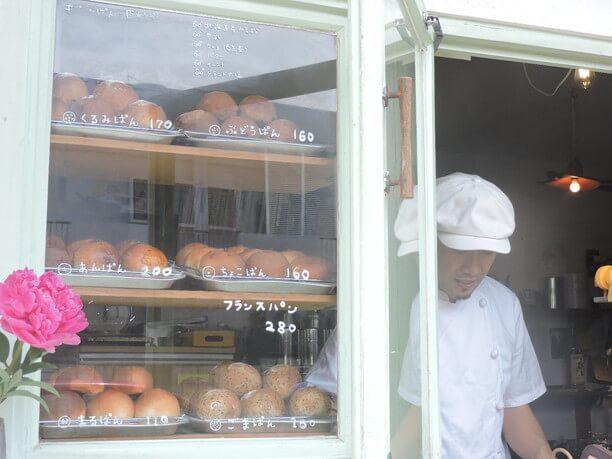 モジャのパン屋のショーケース