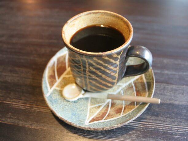 丁寧に挽いたコーヒ
