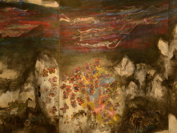 丸木夫妻が描いた壁いっぱいの大きな作品