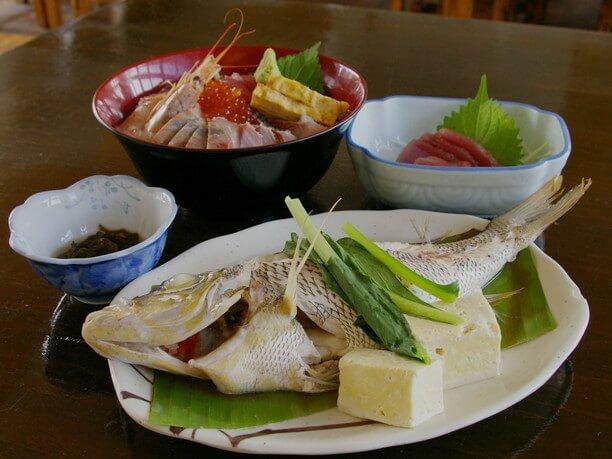 海鮮丼と煮つけ