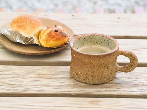 大嶺工房の器でいただいたコーヒーとパン