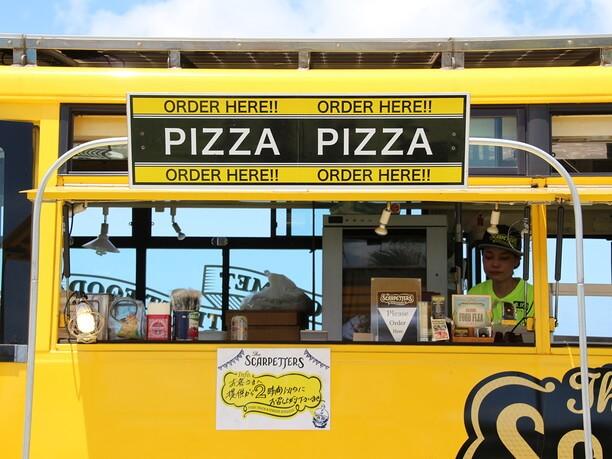 移動式バスのピザ屋さん