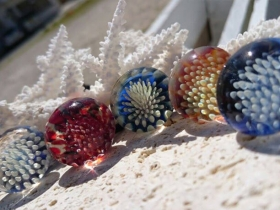 八重山の美しい自然を見事に表現されているガラス玉
