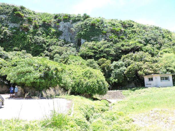 そそり立つ断崖絶壁