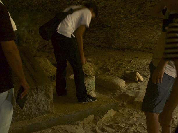 ニャティヤ洞のビジル石