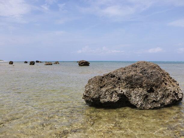 引き潮の際の白保海岸