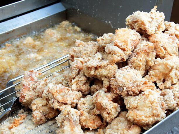 「からあげ酒場パリパリ」の鶏の唐揚げ