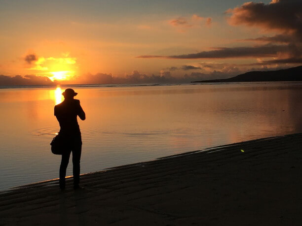 西表島、中野海岸の夜明けを撮る仲程長治
