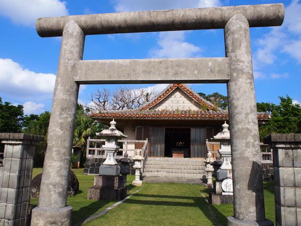 部落にある小さな神社