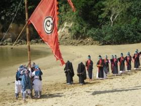 ファーマー(女芸人)達を従えるアンガー行列