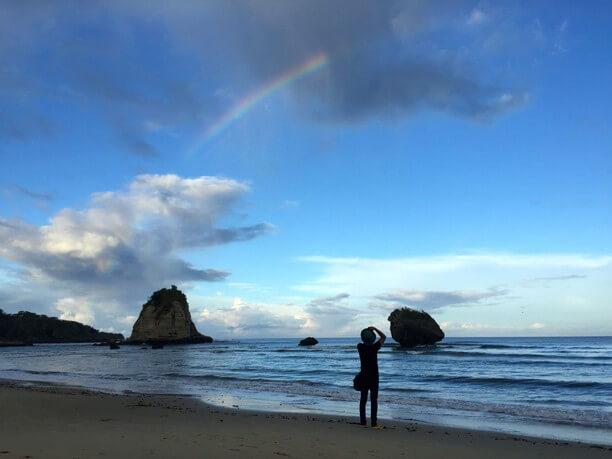 西表島の朝の虹を撮る仲程長治