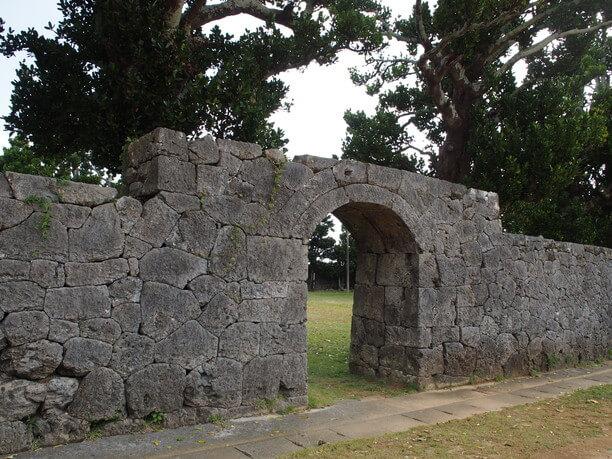 大きな石垣