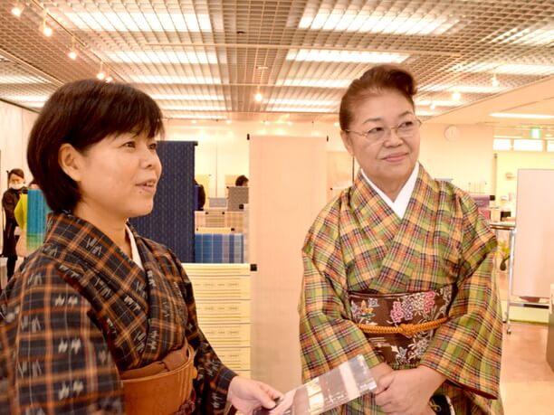 安座間さん(写真右)と赤嶺さん(写真左)