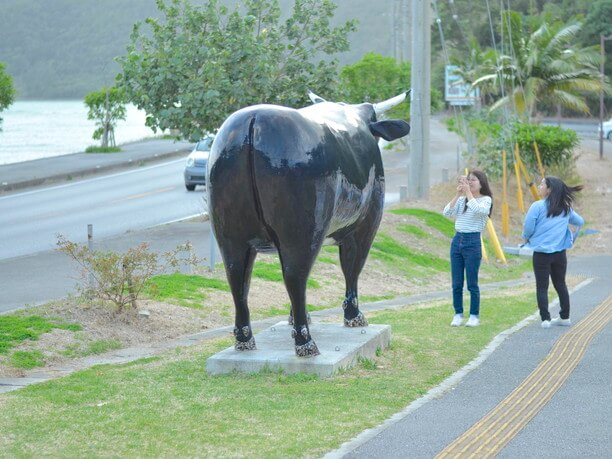 牛のオブジェ