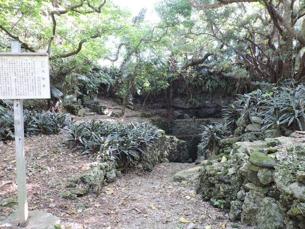 琉球石灰岩が緻密に積まれている場所