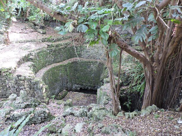 精巧な石造りの遺跡
