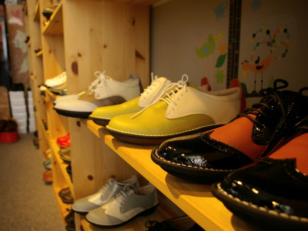 ずらりと並ぶおしゃれな靴