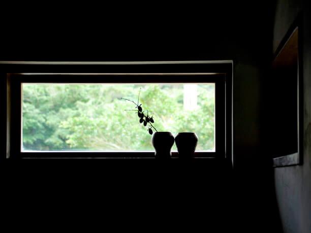 小さめのはめ込み式の窓