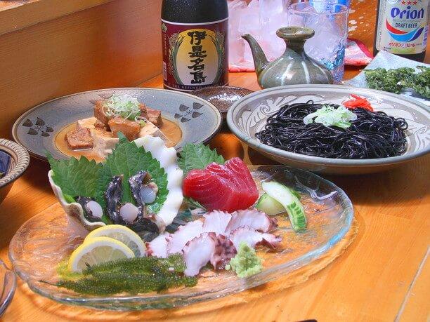 泡盛と沖縄料理