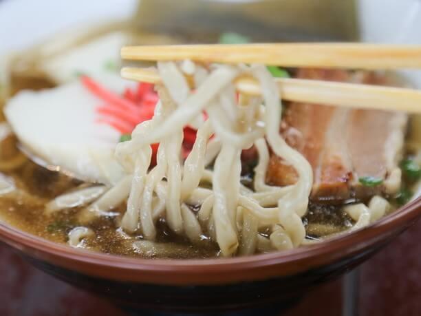 うっすら茶色の麺
