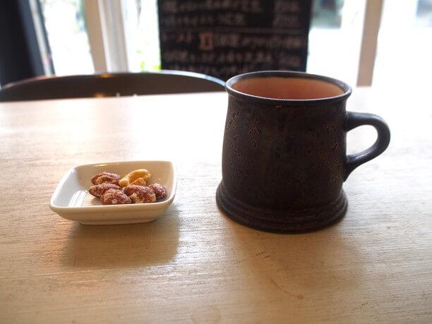 「たそかれ珈琲」の豆を使ったコーヒーとキャラメルナッツ