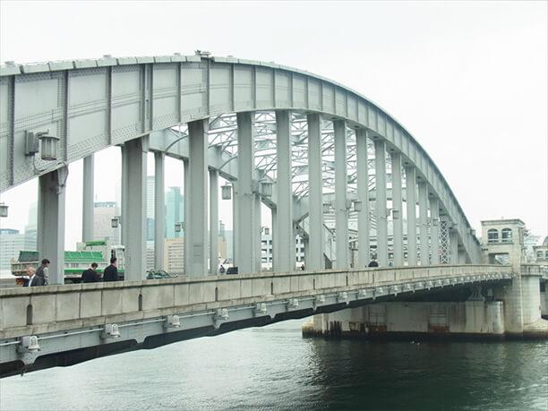 築地と晴海を結ぶ勝鬨橋