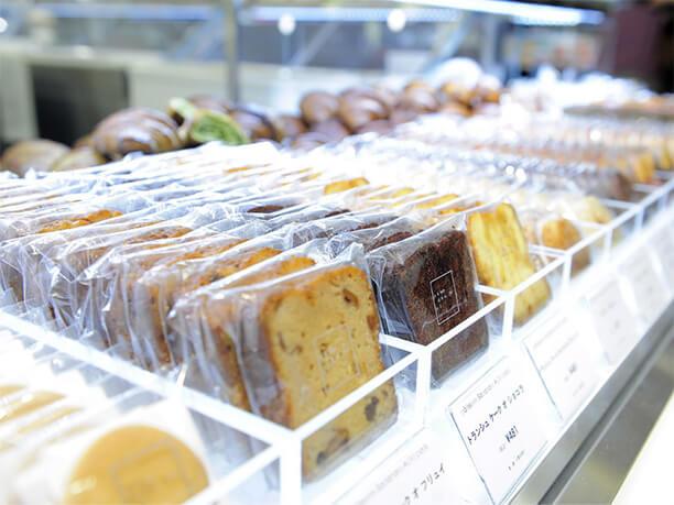焼き菓子陳列棚