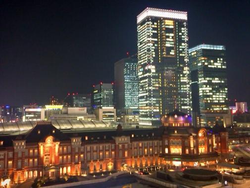ライトアップされた東京駅