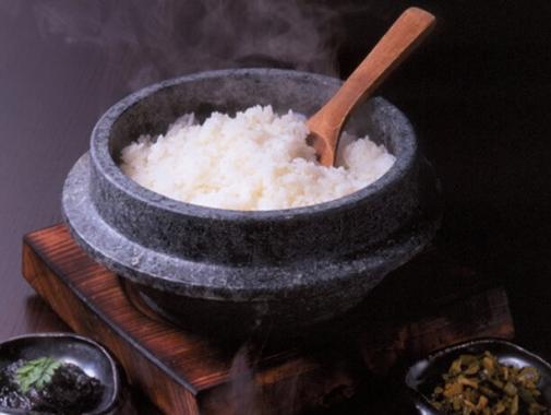 釜で炊かれたコシヒカリ