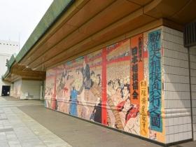 正面の壁画