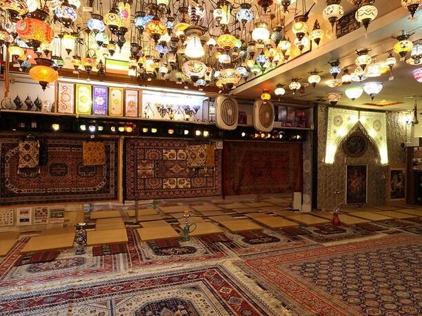 モザイクランプとペルシャ絨毯