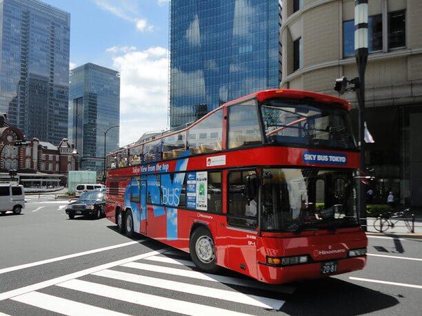 街を走るスカイバス