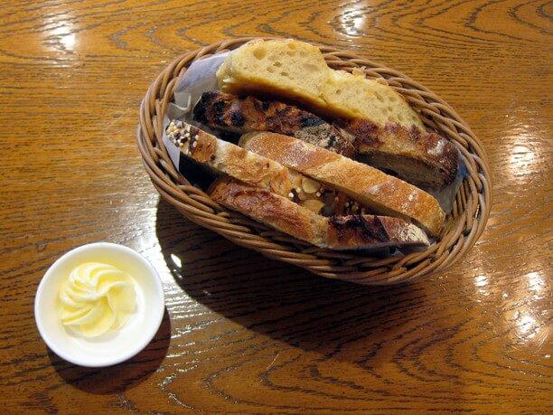 おかわり自由なパン