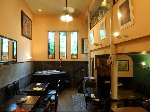 併設のカフェ店内