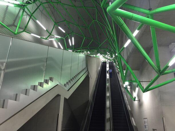 飯田橋駅の立体アート