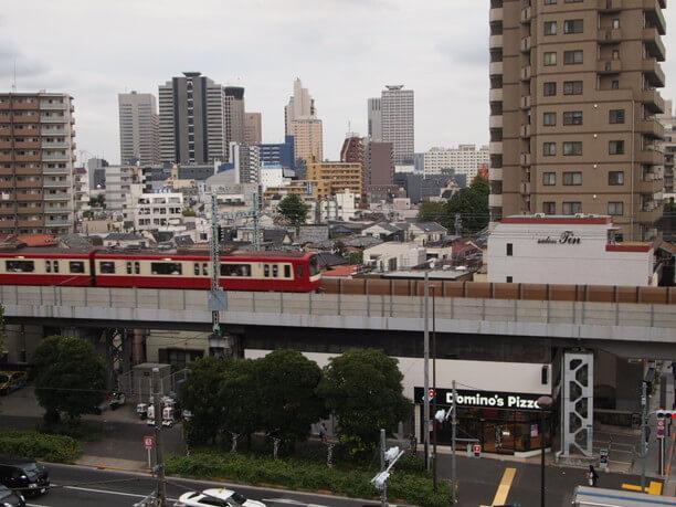 京浜急行の線路や国道