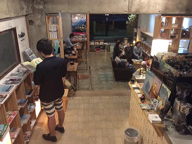 KAIDO books&coffee店内