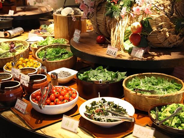 自然食ビュッフェ 大地の贈り物 上野店のビュッフェコーナー