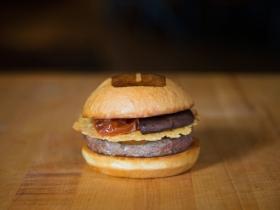 うまみを引き出す食材を利用したハンバーガー