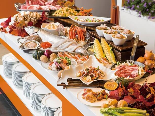 洋食メニューが並ぶブッフェ台