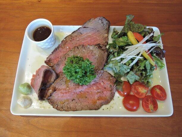 黒毛和牛100%の肉厚ローストビーフ