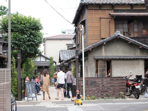さまざまな人が行き交う「上野桜木あたり」