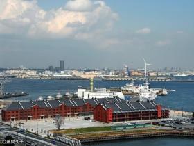 海と赤レンガ倉庫