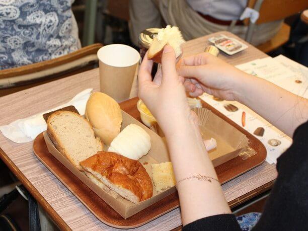 パンの食べ比べ