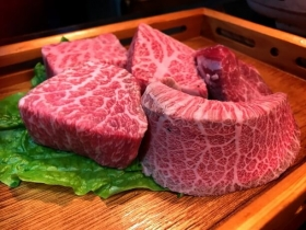 We are impressed to see! We are impressed to eat! Charcoal fire roasted meat Akasaka ozeki whom surprise does not stay in